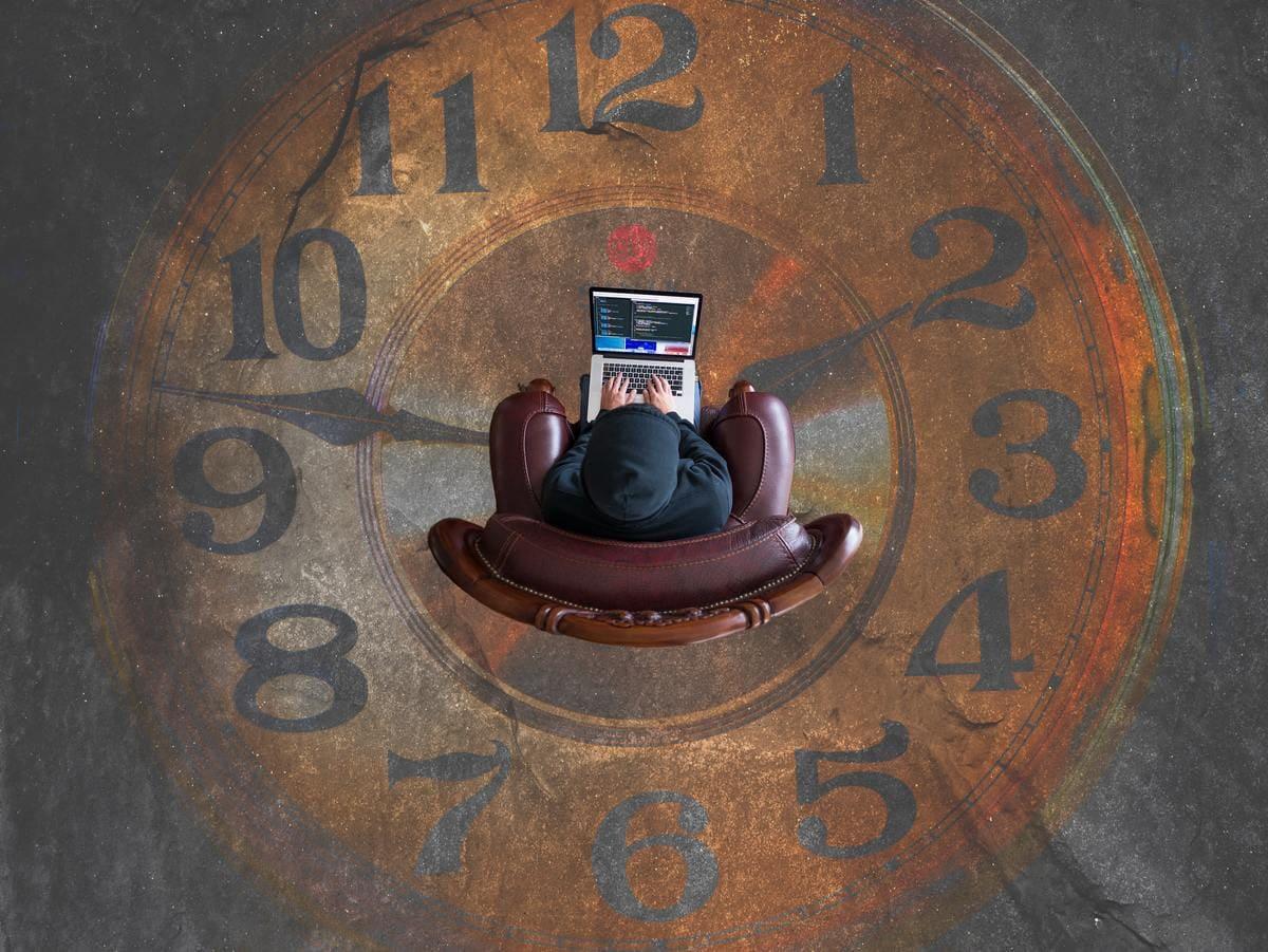 持ち越しとは、中間作用型や長時間作用型の睡眠薬に良く見られる症状で、夜間に鎮静作用、催眠作用があるものの、起床してもその効果を持ち越してしまう状態を言います。
